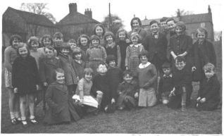 Image shows Eileen with her fellow-evacuees from Brighton in Yorkshire | Photo from private collection of Eileen Franchi