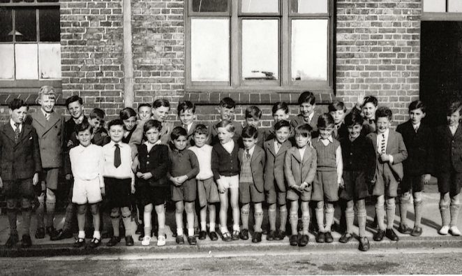 An unknown school trip: click on the photograph to open a large version in a new window. | From the private collection of Tom Paul