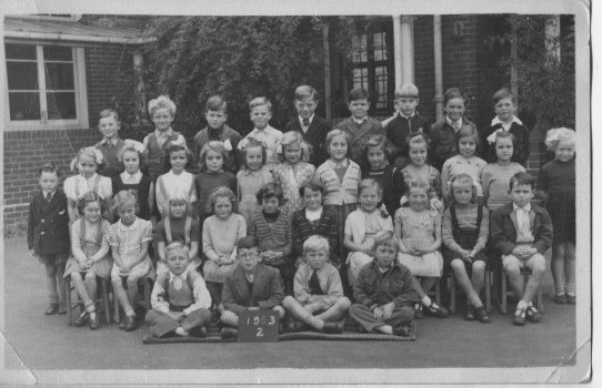 Class photo 1953 | From the private collection of Barbara Etherton