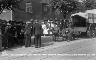 Wounded soldiers arriving at the Grammar School, September 1914