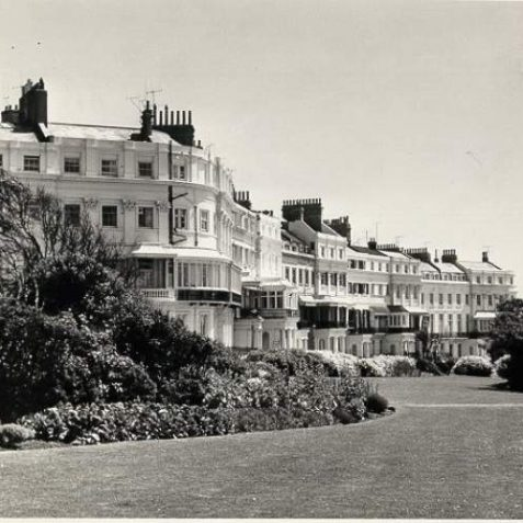 Lewes Crescent, Date unknown: Houses and gardens at the front of Lewes Crescent. | Image reproduced with kind permission from Brighton and Hove in Pictures by Brighton and Hove City Council