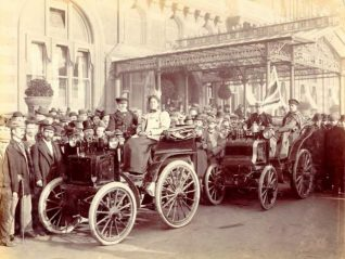 Two cars from the inaugural London to Brighton run 1896 | Image reproduced with kind permission from Brighton and Hove in Pictures by Brighton and Hove City Council