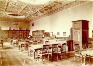 Brighton Reference Library, 1910: Interior of Brighton Reference Library March 1910 looking east. | Image reproduced with kind permission from Brighton and Hove in Pictures by Brighton and Hove City Council