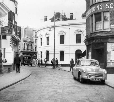 Ship Street, 1952: Ship Street showing pedestrians vehicles and the Seven Stars public house. | Image reproduced with kind permission from Brighton and Hove in Pictures by Brighton and Hove City Council