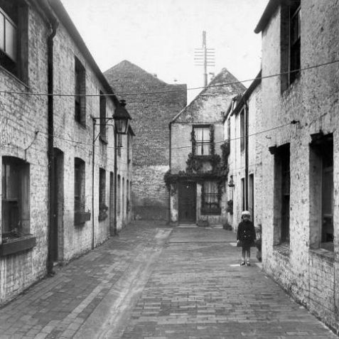 Hayllar's Cottages looking west, January 1935: This group of 10 cottages was entered from a narrow passageway on the southern side of Middle Street, passing underneath number 19, a house which had been owned by a Daniel Hayllar. | Image reproduced with kind permission from Brighton and Hove in Pictures by Brighton and Hove City Council