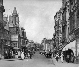 West Street looking north from the junction with King's Road c1920. The street was still very narrow as demolition of buildings on the eastern side did not commence until 1928. | Reproduced courtesy of  Royal Pavilion, Libraries & Museums, Brighton & Hove
