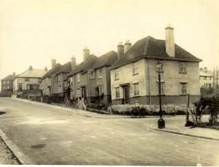 Housing in Moulsecoomb, c. 1920s: A row of semi-detached and detached houses in Moulsecoomb. South Moulsecoomb was the first large-scale estate in Brighton, built from 1920 to 1924 with large gardens and large open spaces. North Moulsecoomb was built from 1926-30 but with less surrounding space. East Moulsecoomb followed in 1935-36. This photograph shows the houses soon after construction. | Image reproduced with kind permission from Brighton and Hove in Pictures by Brighton and Hove City Council