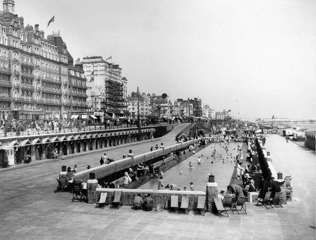 The Guinness clock on the seafront | Image reproduced with kind permission from Brighton and Hove in Pictures by Brighton and Hove City Council