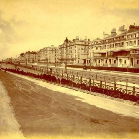 Duke's Mound and Marine Parade, c. 1900: Duke's Mound runs from Madeira Drive to Marine Parade, and is named after the sixth Duke of Devonshire who lived at 14 Chichester Terrace from 1828-58. On the right, from right to left are Chichester Terrace, Clarendon Terrace and Percival Terrace. Chichester Terrace was the last part of the Kemp Town estate to be built, between 1823-55. Each house has a Doric porch surmounted by a veranda. | Image reproduced with kind permission from Brighton and Hove in Pictures by Brighton and Hove City Council