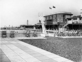 Black Rock Swimming Pool, circa 1947, empty of bathers and spectators after war damage repairs, viewed from the east end of the pool. | Image reproduced with kind permission from Brighton and Hove in Pictures by Brighton and Hove City Council