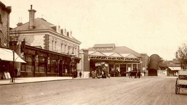 Station Approach, Hove, c. 1905: The Cliftonville public house on the left included a billiard saloon. An early motor omnibus stands at the entrance to Hove Station. On the right is a milk cart from Richmond Dairy, and in the distance a tobacconist and confectioner   Image reproduced with kind permission from Brighton and Hove in Pictures by Brighton and Hove City Council